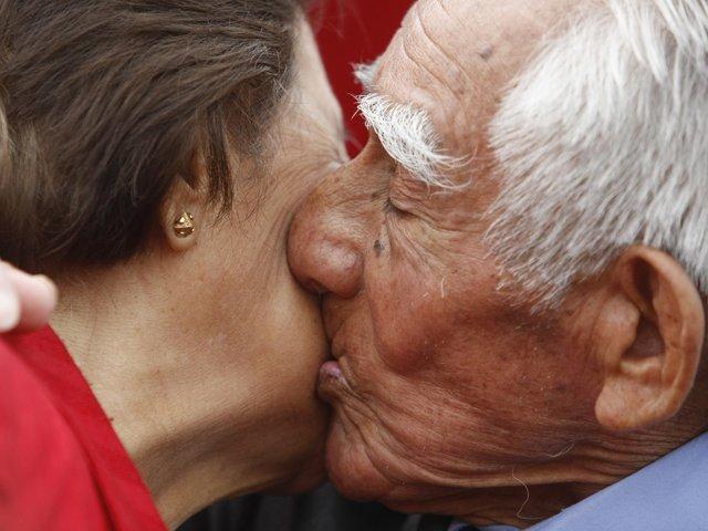 tercera edad beso