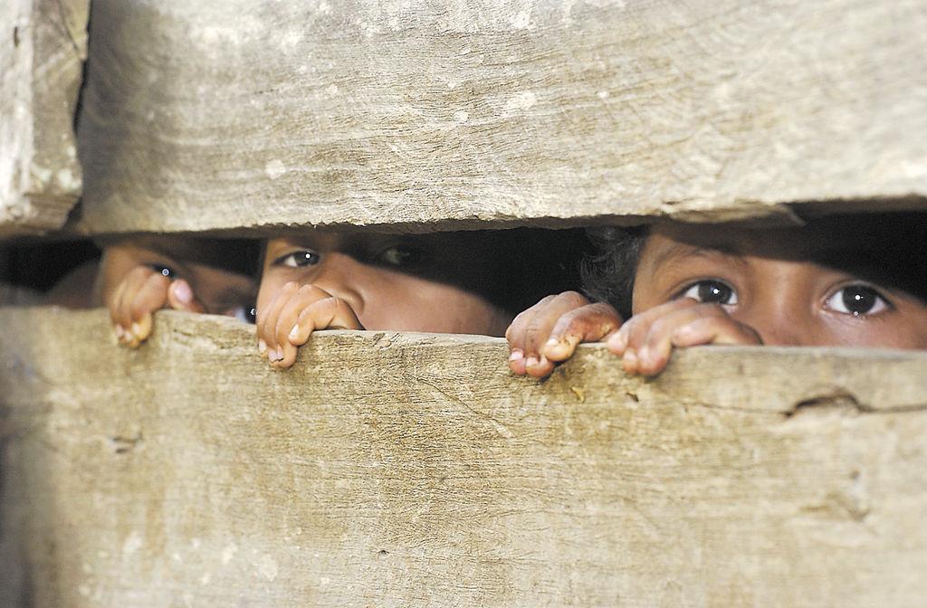 (foto de archivo) Niños enfermos  viviendo en extrema pobreza, junio 04.  LA PRENSa/rene ortega