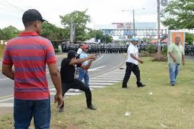 Un pistolero dispara contra manifestantes en Managua